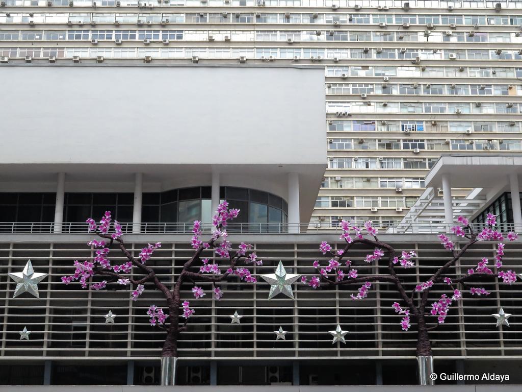 Avenida Paulista, 2014, by Guillermo Aldaya / PhotoConversa