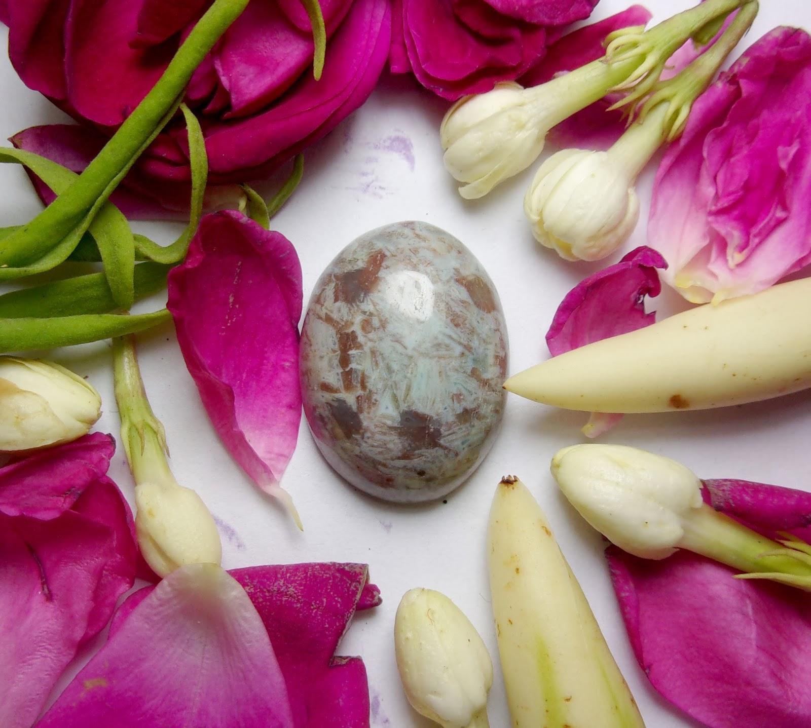 Batu Bertuah, Benda berkodam,Pusaka ampuh, Mustika Asli, Mustika Jawat Siluman