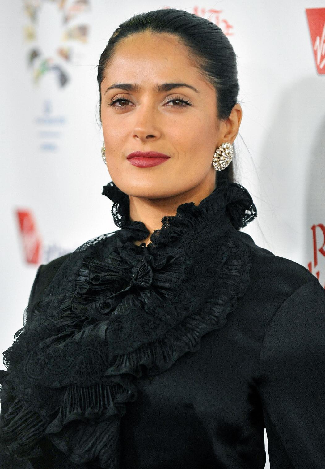 http://4.bp.blogspot.com/-S-oElcuwN7g/Tqf3zbQVgjI/AAAAAAAAC6o/Ph5yGHkGg3Q/s1600/salma-hayek-big-breasts-4.jpg