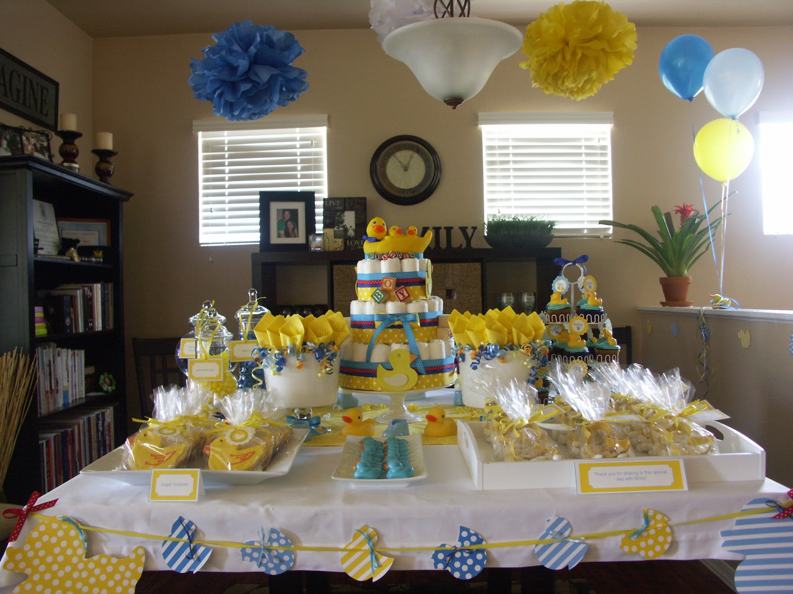 The sugar bee bungalow dessert table gallery for Baby shower home decoration