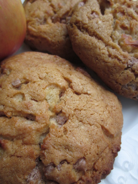 Cinnamon Apple Oatmeal Cookies