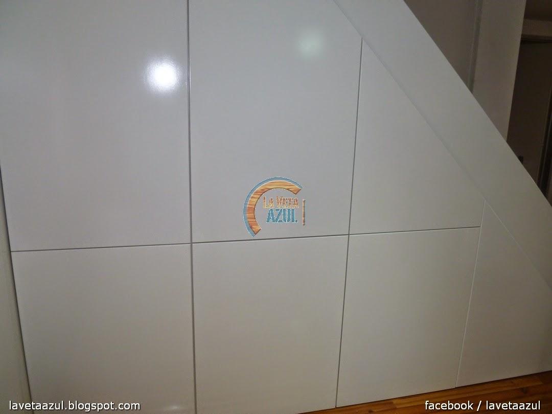 Baño Bajo Escalera En U: Mate Interior en Melamina Blanca de 18 mm Lateral de Escalera Laqueado