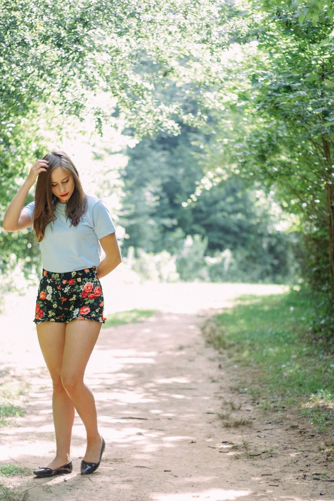 style, vintage, retro, vintage style, retro style, floral high waisted shorts, forever 21, girly outfit, classy style, summer, fashion blogger, personal style blogger, film blogger, film, photography, whimsical, taylor swift style, screenwriting,