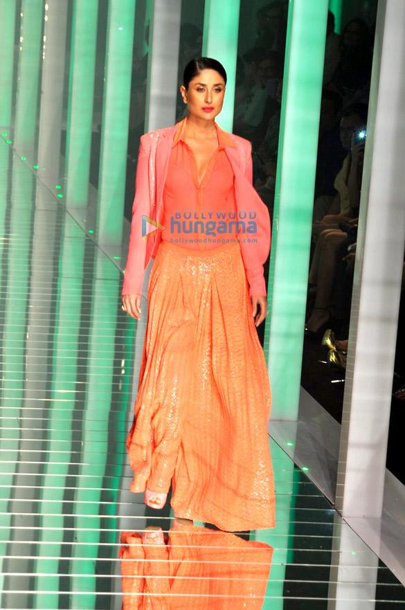 http://4.bp.blogspot.com/-S0S_KiUEKCI/UVLuD6K3GfI/AAAAAAABX2A/FuOgVDsJABo/s1600/kareena-pink-dress-lfw+(5).jpg