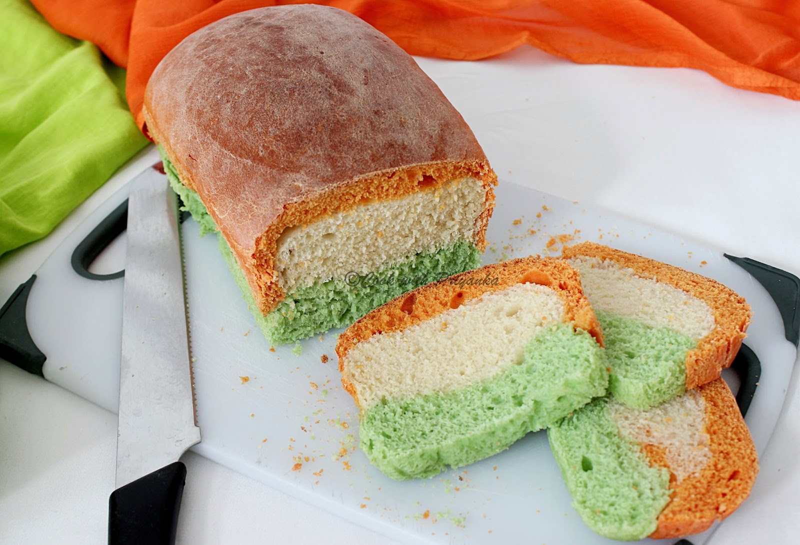 http://cookwithpriyankavarma.blogspot.co.uk/2014/08/tiranga-bread-independence-day-special.html