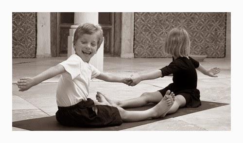 de tout et de liens blog culture et lifestyle le yoga pour les enfants. Black Bedroom Furniture Sets. Home Design Ideas