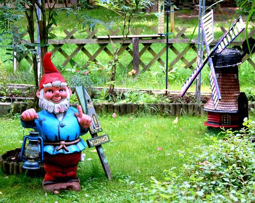 Enanos de jard n for Decoracion jardin gnomos