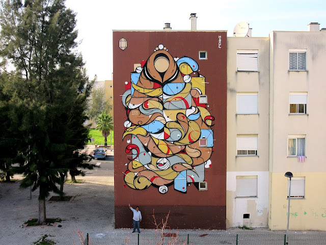 Hazul just sent us some images from his latest piece which was just completed somewhere on the streets of Loures. As usual, his pieces can be recognized by their unique geometric shapes, lines and circles.