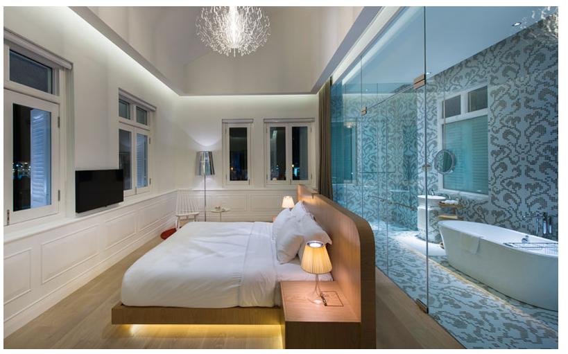Baño Con Refresco Rojo:Las texturas, diseños exclusivos alusivos a y el tartán también son