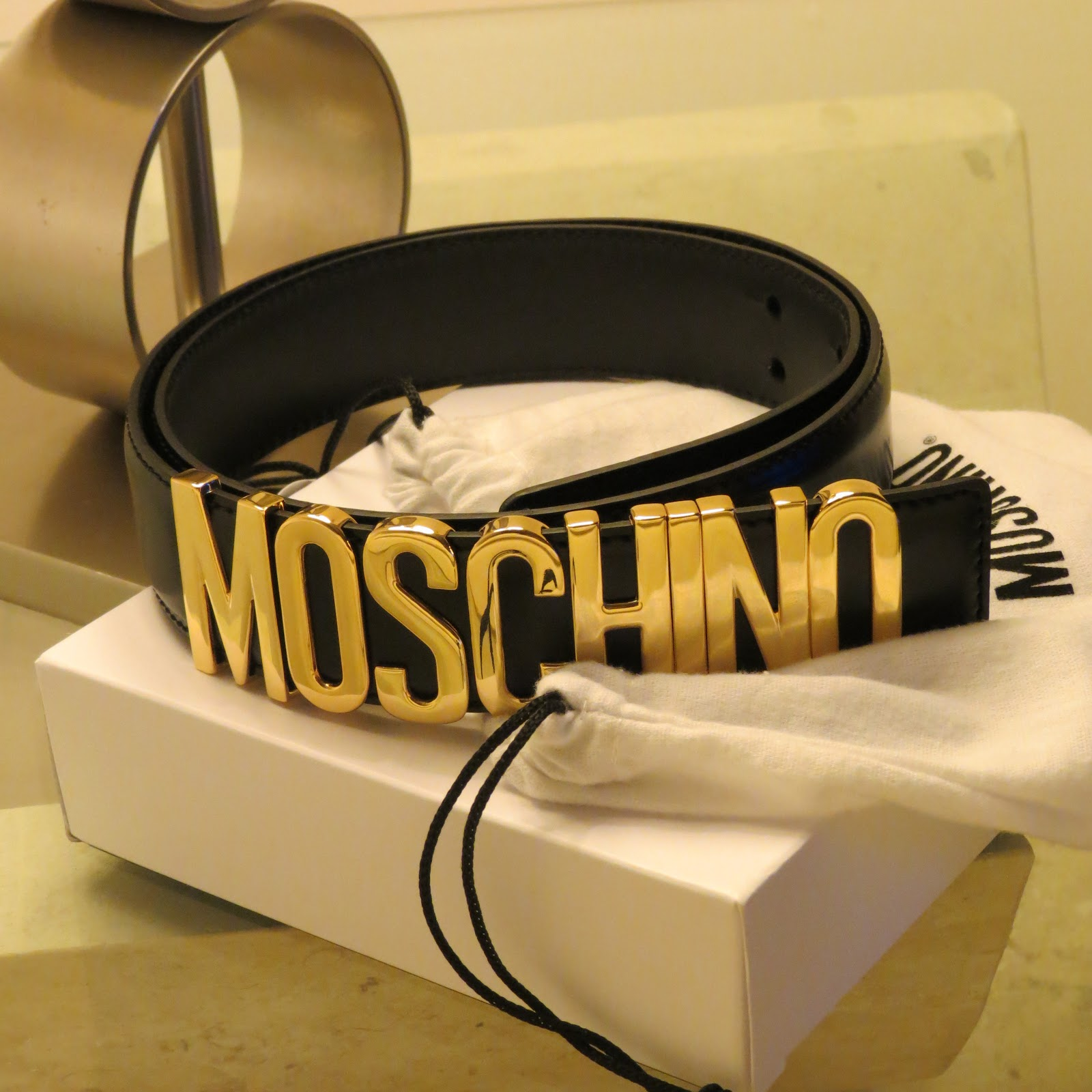 how to wear moschino belt