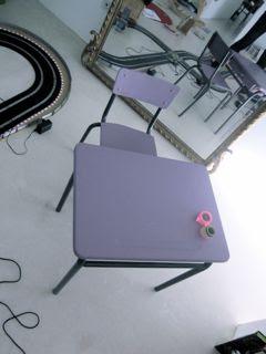 Bureau et petite chaise d'écolier