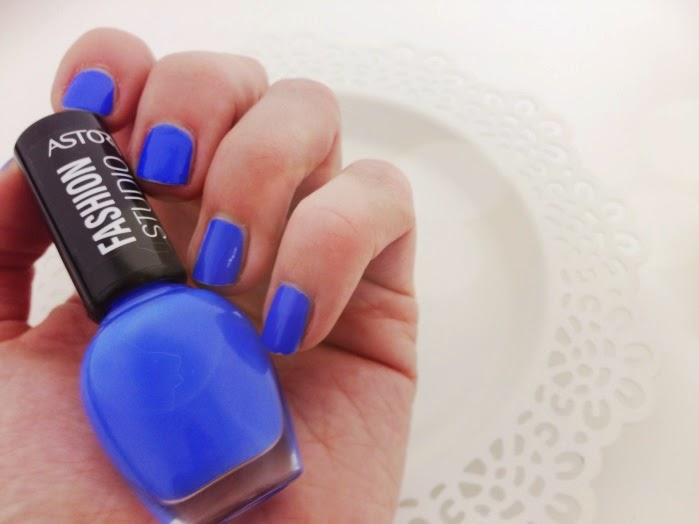 Astor Nagellack River by Night - Review und Swatches