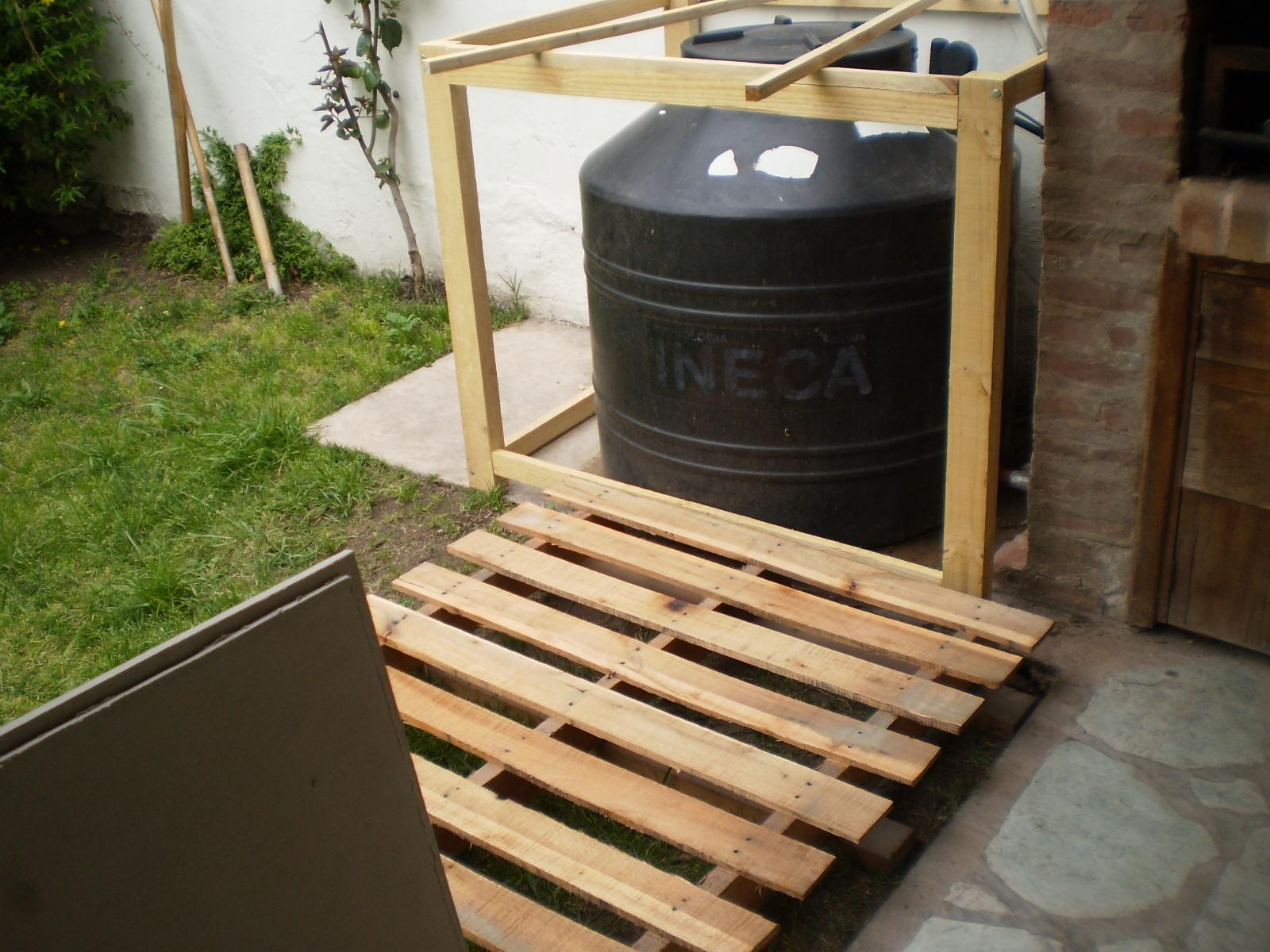 Ojos del buho un decks y una estructura para tapar un for Estructuras de jardin