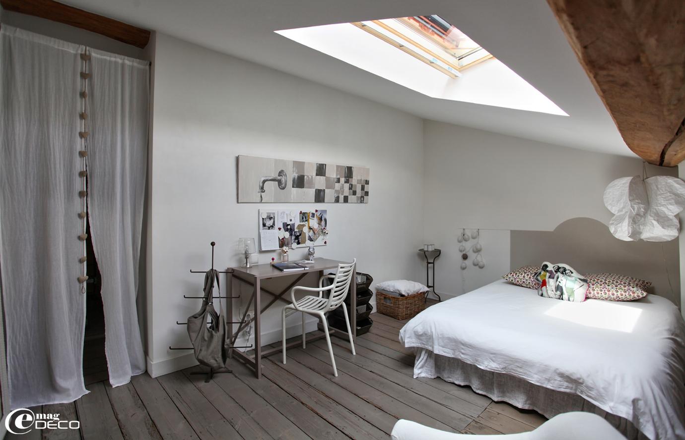 Béatrice Loncle simule une tête de lit avec de la peinture de référence Flax chez Flamant