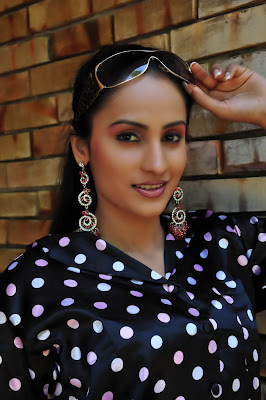 Oshani Dias hot photo