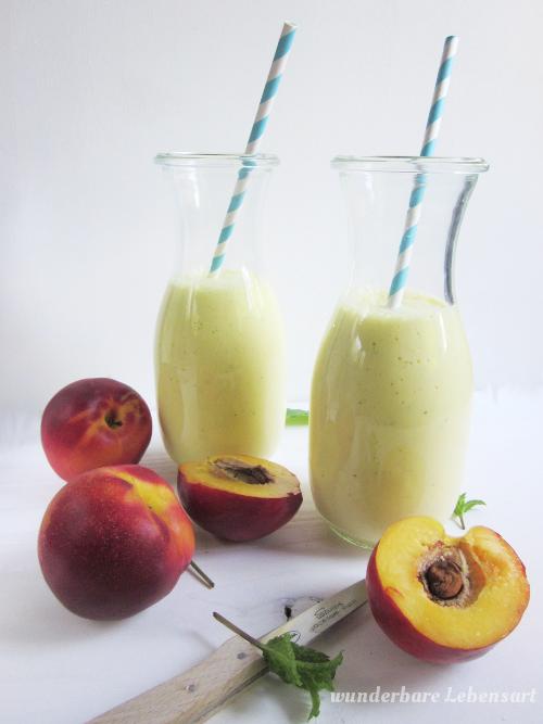 Nektarinen-Joghurt-Smoothie mit Ingwer