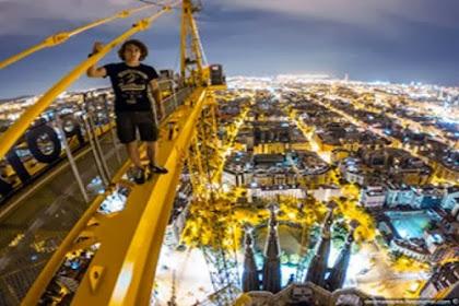 Tanpa Pengaman, 2 pria taklukkan bangunan tertinggi ke-2 dunia