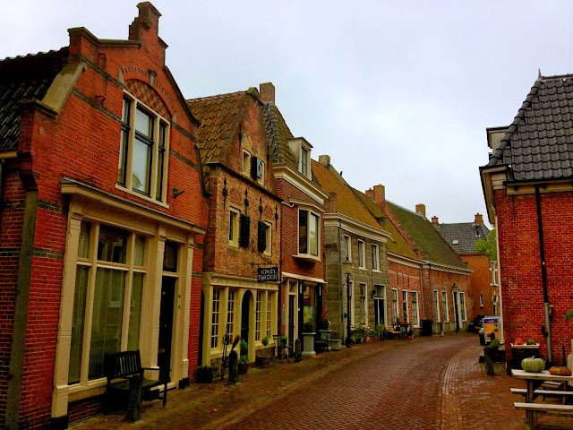 Picture of a narrow street in the old town of Appingedam, Groningen.