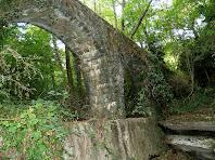 L'Aqüeducte de Sala-d'heures des del torrent del mateix nom