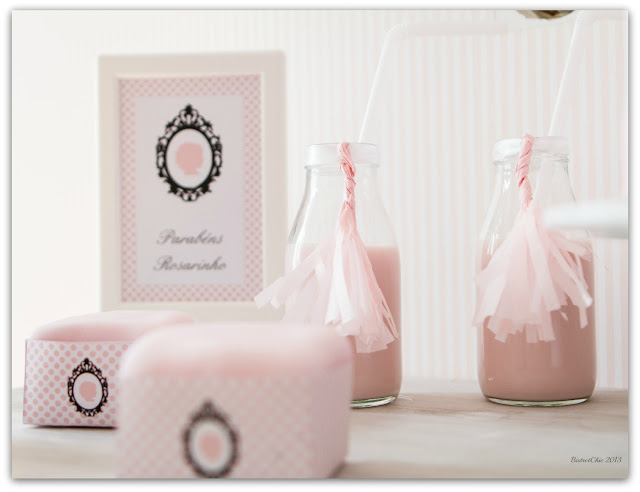 Tassels in a bottle. A simple idea to decorate your bottles at a party from BistrotChic