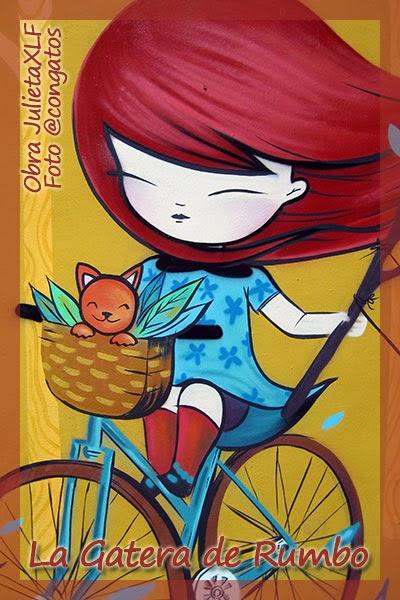 Niña en bici con gato Julieta XLF Valencia 2015