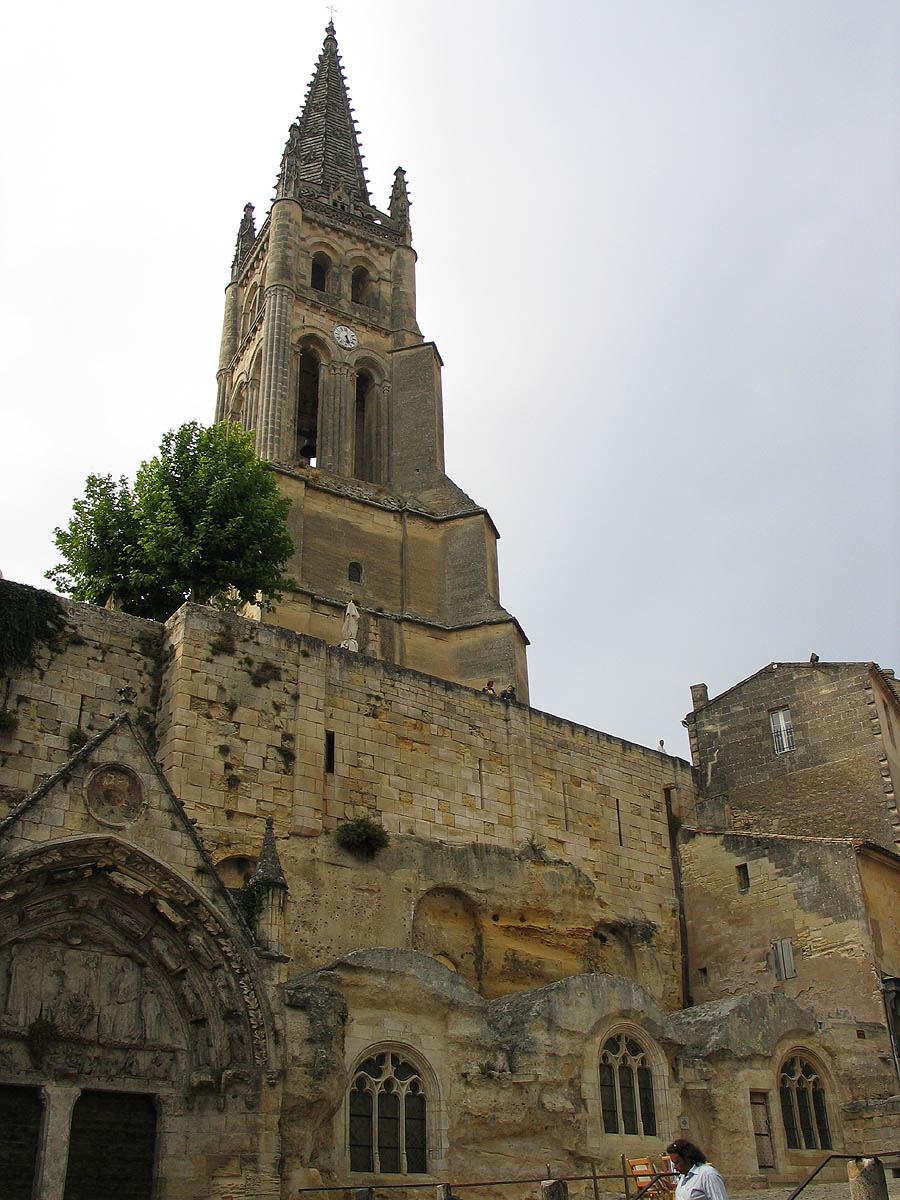 Saint-Emilion Monolithic Church is just one of the relics with its own story to tell. This photo only: WikiMedia.org.