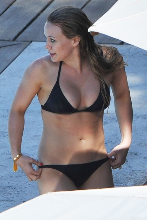 Hilary Duff In A Black Bikini Pics The Hairs