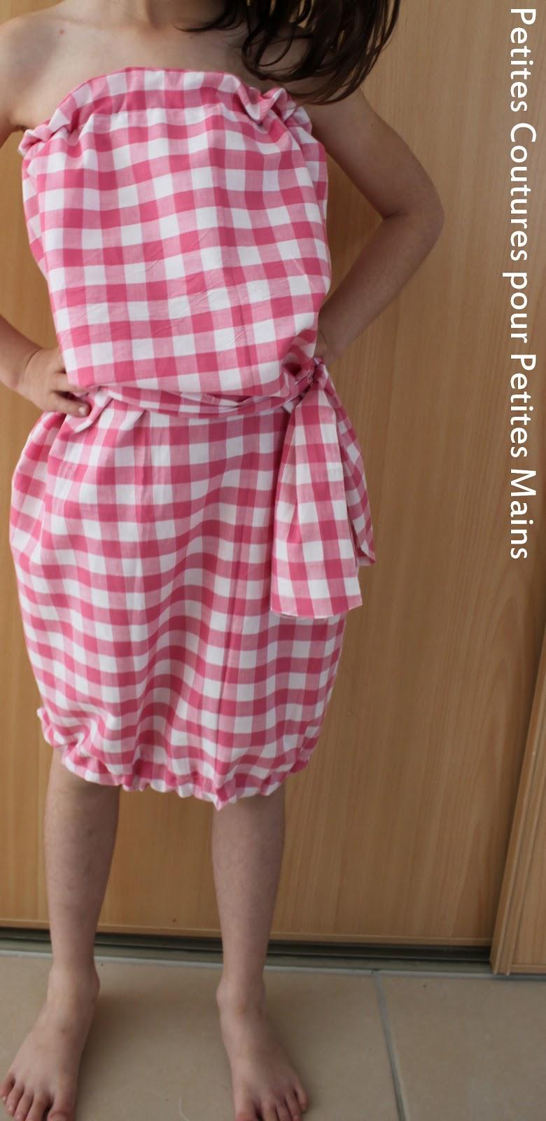 Petites Coutures Pour Petites Mains Le Patron De L Ete La Robe Sans Bretelle Pour Petite Fille Qui Reve D Etre Une Grande Fille