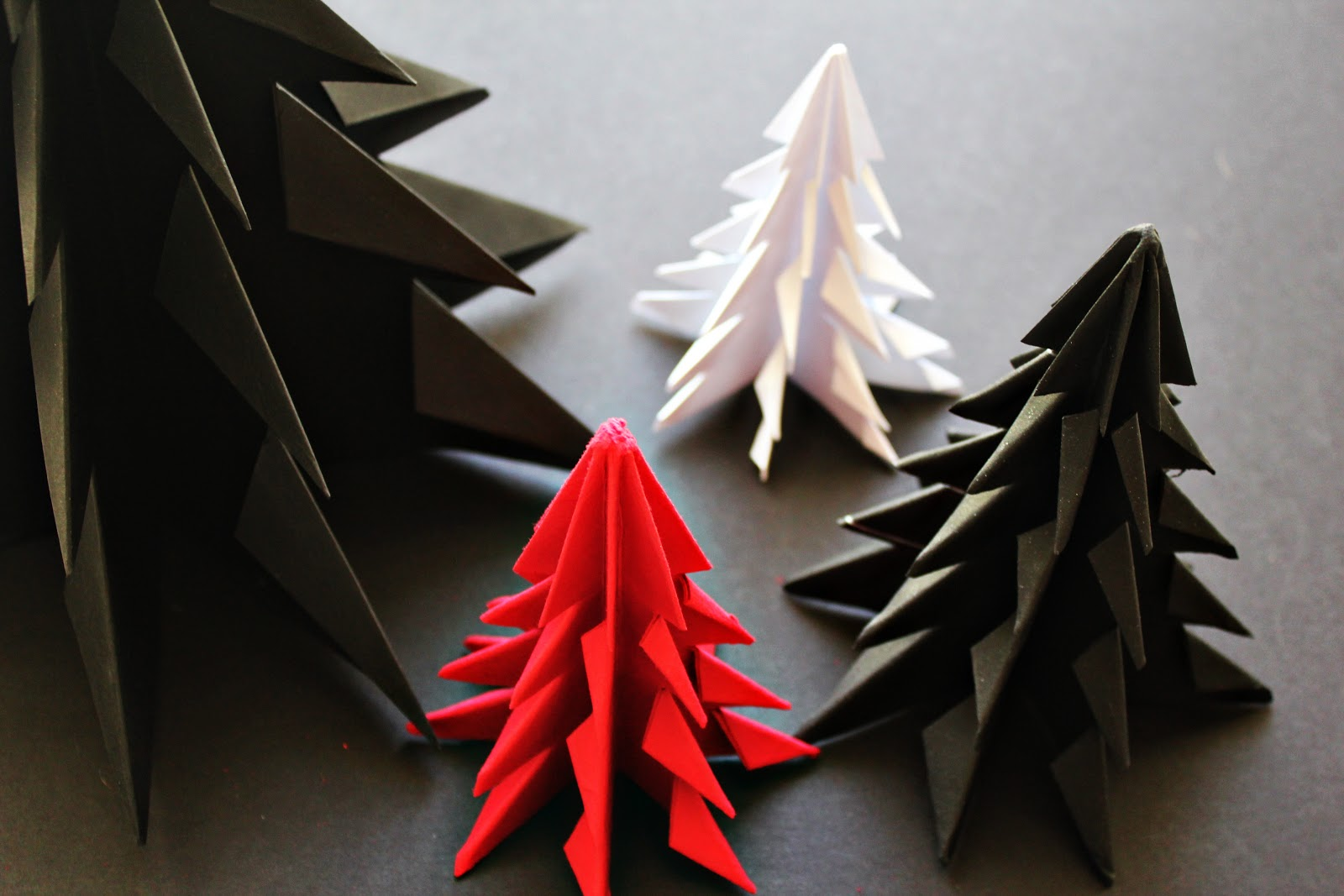 diy origami christmas tree minimal crafts. Black Bedroom Furniture Sets. Home Design Ideas