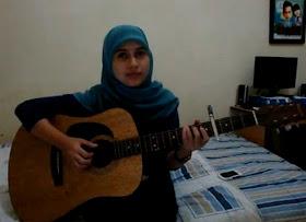 foto ayu videlia profil biodata gadis cewek wanita berjilbab pinter maèn gitar
