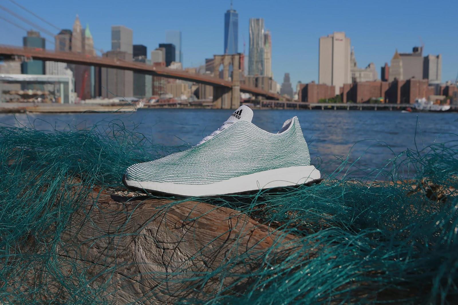 Scarpe sostenibili AdidasxParley ricavate da rifiuti e reti da ...