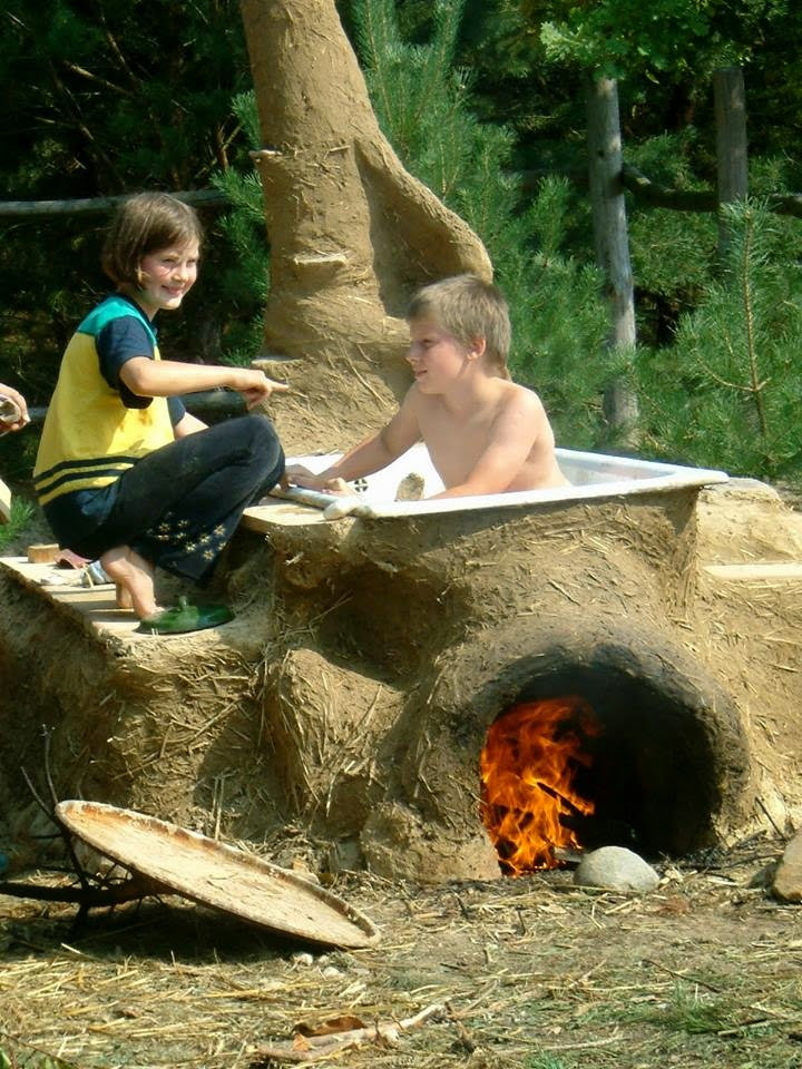 Heated up 30 stunning wood fired hot tubs from around for Outdoor bathtub wood fired