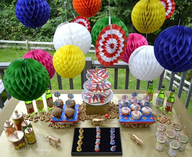 Run Away With The Circus party table