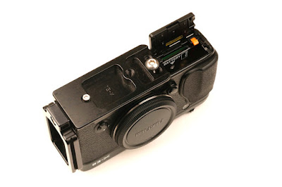 Hejnar PHOTO FX-E1 L Bracket on Fuji X-E2 bottom view - battery door