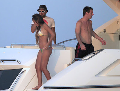 antonella roccuzzo en bikini en ibiza