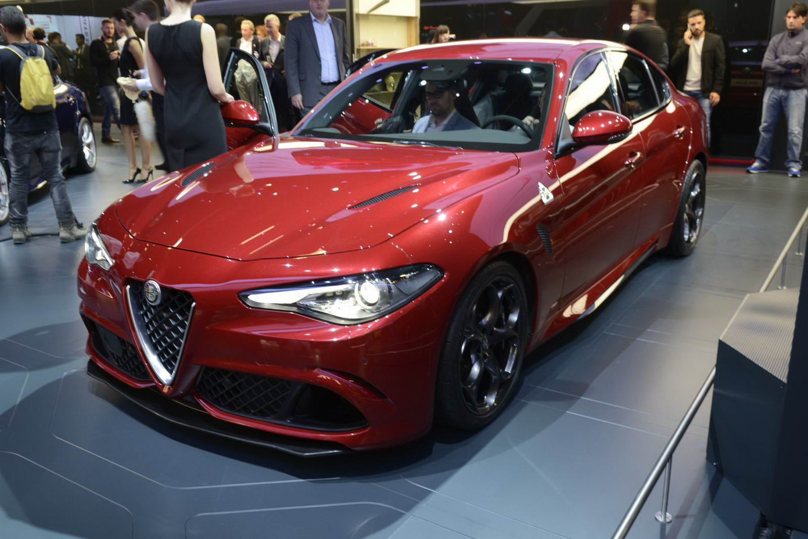alfa romeo giulia qv comes alive in new image gallery and videos carscoops. Black Bedroom Furniture Sets. Home Design Ideas