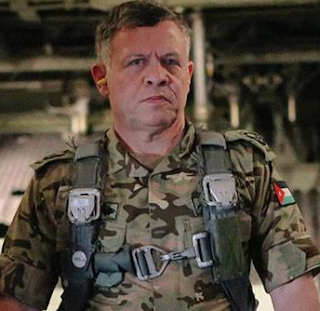 la-proxima-guerra-rey-de-jordania-con-uniforme-piloto-militar