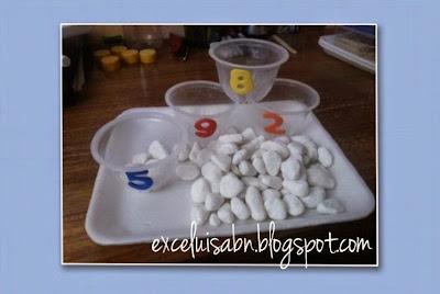 Numeración con envase desechables de fruta y piedras