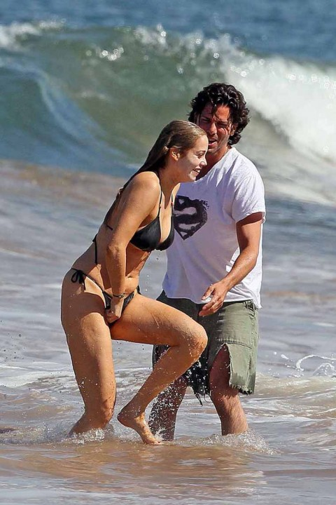 Elizabeth Berkley Hot & Sexy Bikini Beach Fun
