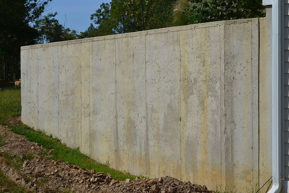 Cement Retaining Wall : How i disguised an ugly concrete retaining wall in my