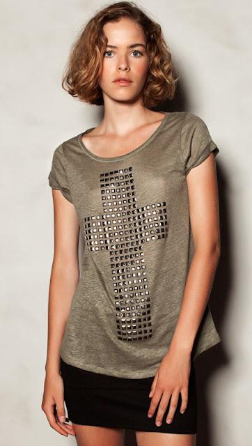 camiseta_cruz_tachas_pull_and_bear