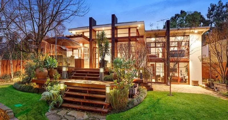Dise o de interiores arquitectura 10 fachadas de casas for Fachadas de casas modernas iluminadas