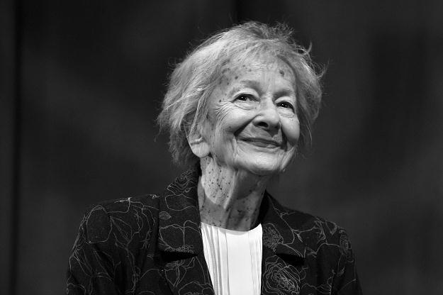 wislawa szymborska Maria wisława anna szymborska [vʲiˈswava ʂɨmˈbɔrska] (2 july 1923 – 1  february 2012) was a polish poet, essayist, translator and recipient of the 1996.