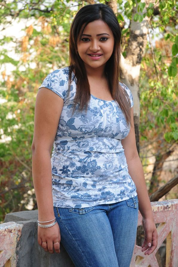 Swetha+Basu+Prasad+hot+in+jeans