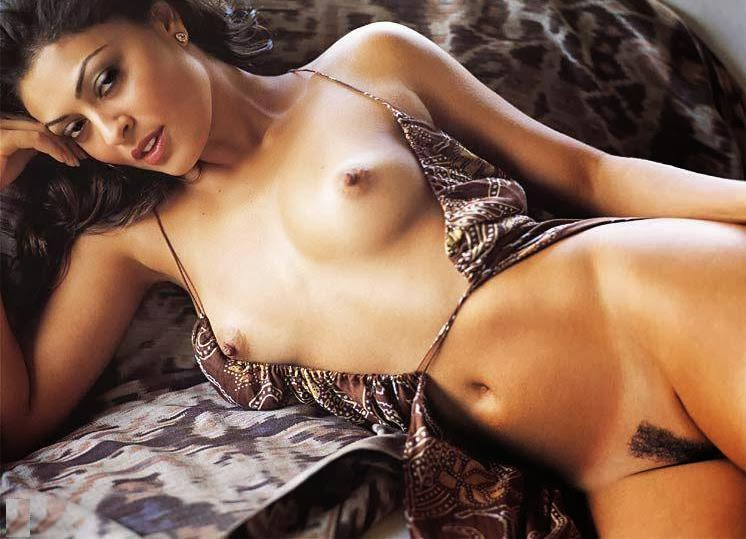 Juliana Paes Poso Al Desnudo