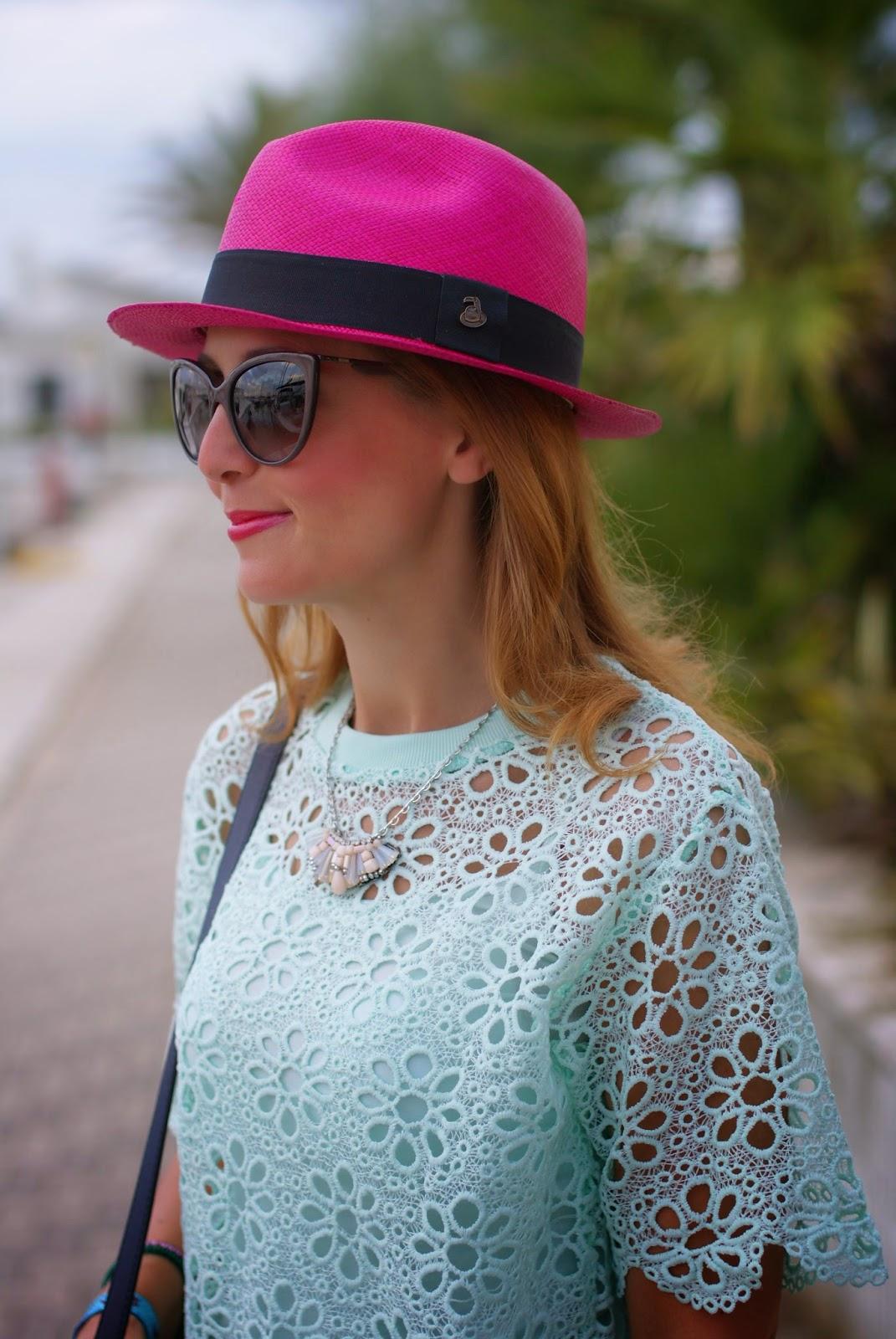 Chicwish mint green crochet top, ecua-andino fuchsia hat, ecua-andino toucan logo, Fashion and Cookies, fashion blogger