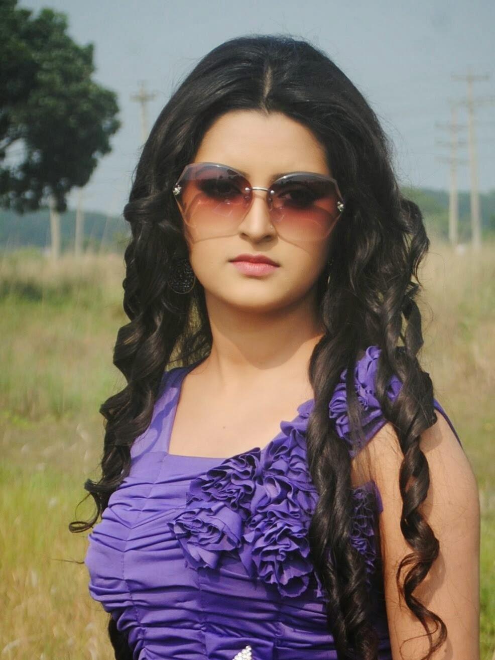indian girl topless selfie