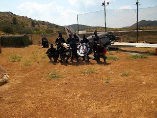 На регулярной основе активисты проводят тренировки по отработке стрелковых навыков и командных действий.