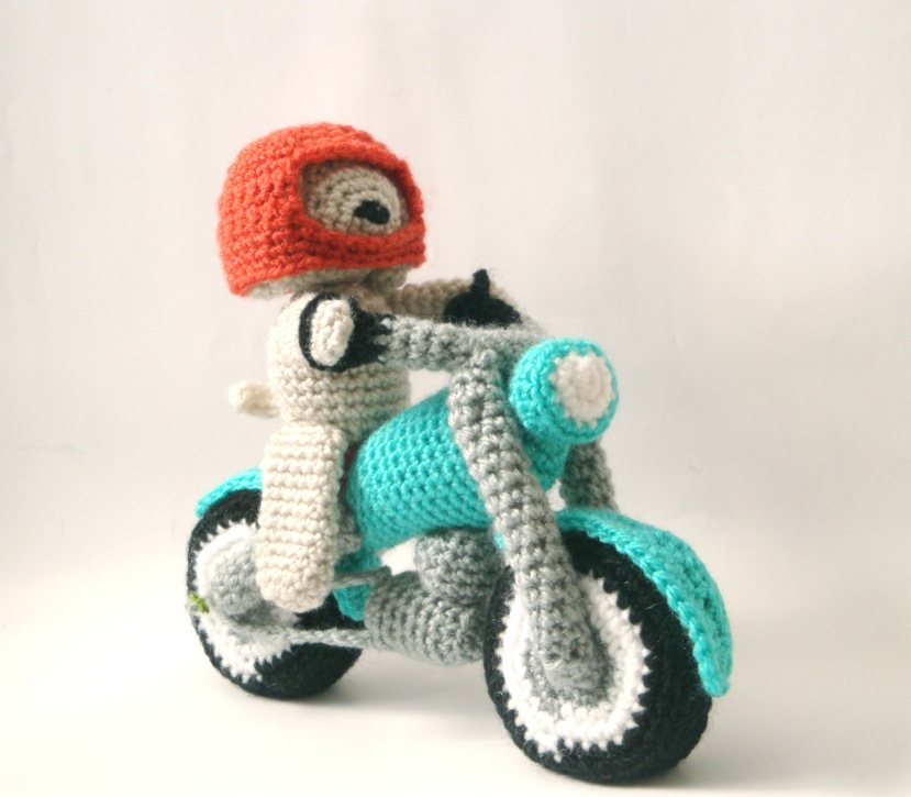 Amigurumi Dog Knitting Patterns : Amigurumi Pattern - Dog & Motorbike Mysterious Cats ...