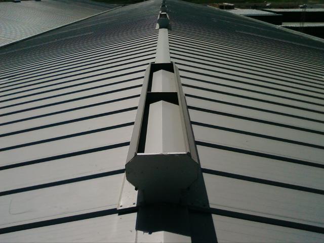 Montamos cubiertas y cerramientos de placas o met licos de - Planchas para tejados ...